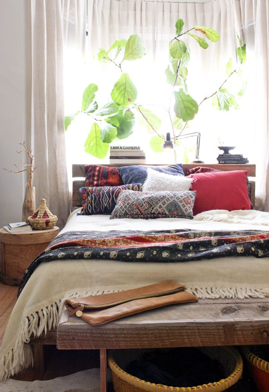 Make your bed a colorful pillow hideaway http://alternative-energy-gardning.blogspot.com